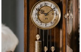 Comment choisir son horloge pour créer une ambiance vintage?